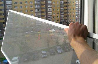 Нужно ли снимать москитную сетку с окна в зимний период или можно оставить как есть